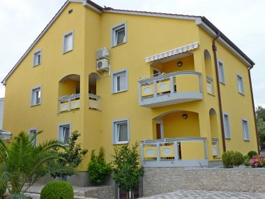 Apartmány Amalia - family friendly with parking: A4(3+2) Megi, A3(2+2) Ariela, A2(2+2) Karin, A1(2+2) Luci Pakoštane - Riviéra Biograd