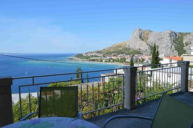 Apartmány Iva - with beautiful view: A1(4+1) Omiš - Riviéra Omiš