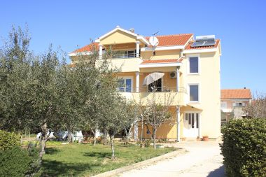 Apartmány Mediterraneo - with own parking space: A2(2+3), SA3(2+1), SA4(2+1) Privlaka - Riviéra Zadar